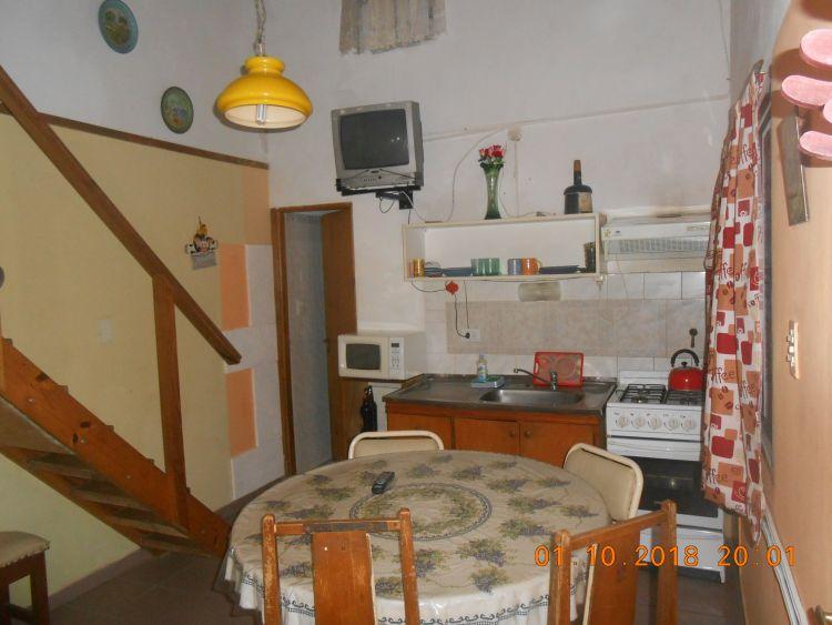 Departamento tipo casa monoambiente con entrepiso for Comedor estructural